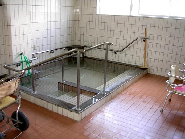 温泉 広々とした浴槽